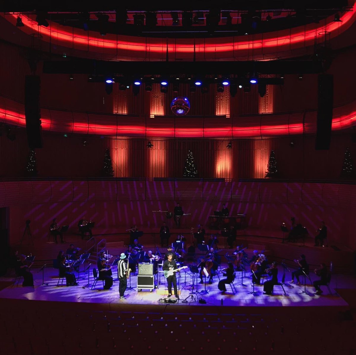 Free livestream tomorrow at 7.30pm on YouTube with the incredible @RNSinfonia at the @Sage_Gateshead Tune in to hear Winter Song and The Borders with a 32 piece orchestra!!🎄 https://t.co/AwJ48ZmbFv