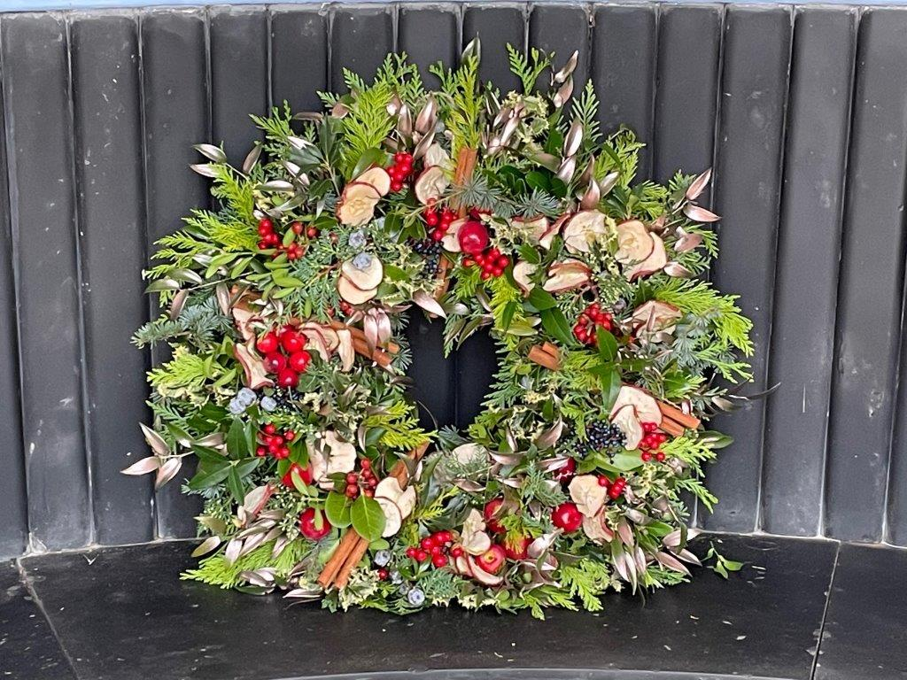 Twelve festive wreaths are dotted around the grounds of Osborne. If you spot any on your winter walk around the grounds, share a photo with us here! 🎄🕵️📷  Explore the tradition of wreath making on our new page! ➡️ https://t.co/6OH2duwtSv https://t.co/3hV9jDKYjz