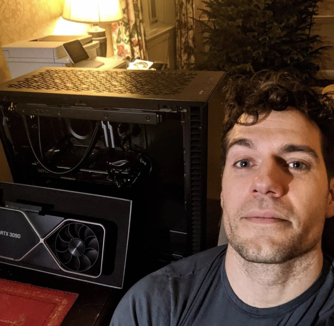 """DiscussingFilm on Twitter: """"Henry Cavill shares a new look at his PC with a  RTX 3090 graphics card. (Source: henrycavill/IG) https://t.co/CTMg7K59ED"""" /  Twitter"""
