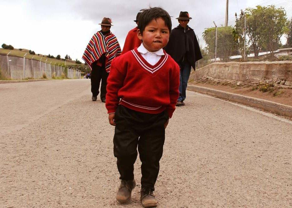#Expresiones | Que elegancia, en la infancia.  La antigua y nueva generación en un mismo camino.  Comunidad de #Chimborazo.  Archivo: 2018 Foto: @dario2ch #Riobamba @RiobambaBot https://t.co/zLutqglDqa