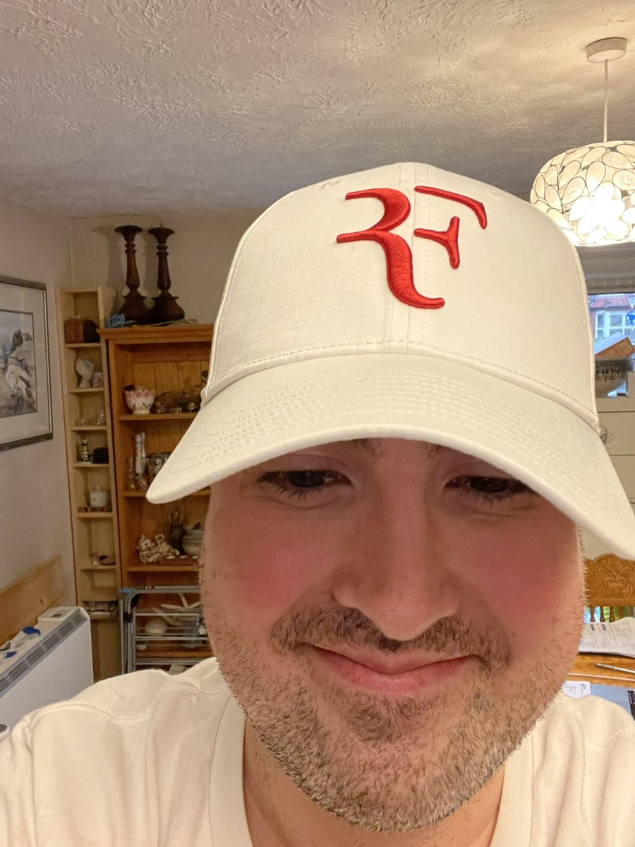 @rogerfederer The RF caps i ordered finally arrived today. Love them Roger, here my mom and i have our new ones on 😍🔥 #RFcapisback