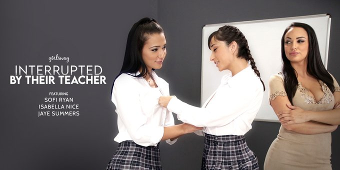 Even though @sunjayesummers and @therealizzynice were interrupted by their teacher @SofiRyanxoxo , it