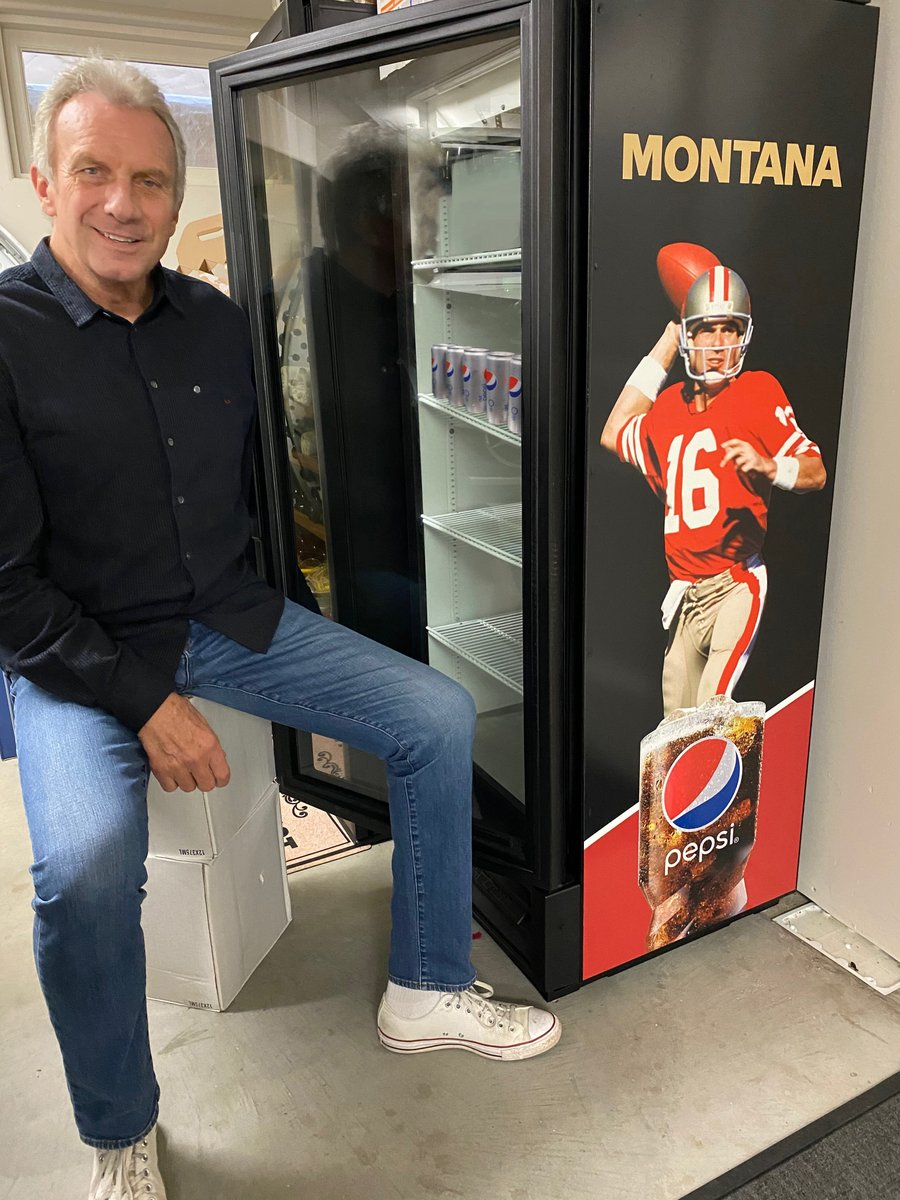 With the help of @Pepsi, I want to reward a @49ers fan with a fridge of Diet Pepsi!! All you must do is: FOLLOW @JoeMontana RT & COMMENT below using #JOEPEPSIFTTB sharing why you are the biggest niner fan for a chance to win! A winner will be announced on 12/21 #FanFriday