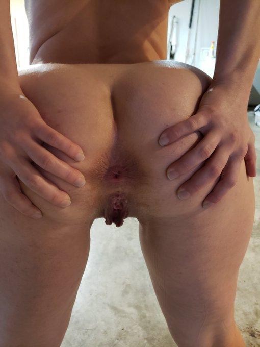 I'm on break, look at my butt! https://t.co/A9Mqh8Dgvh