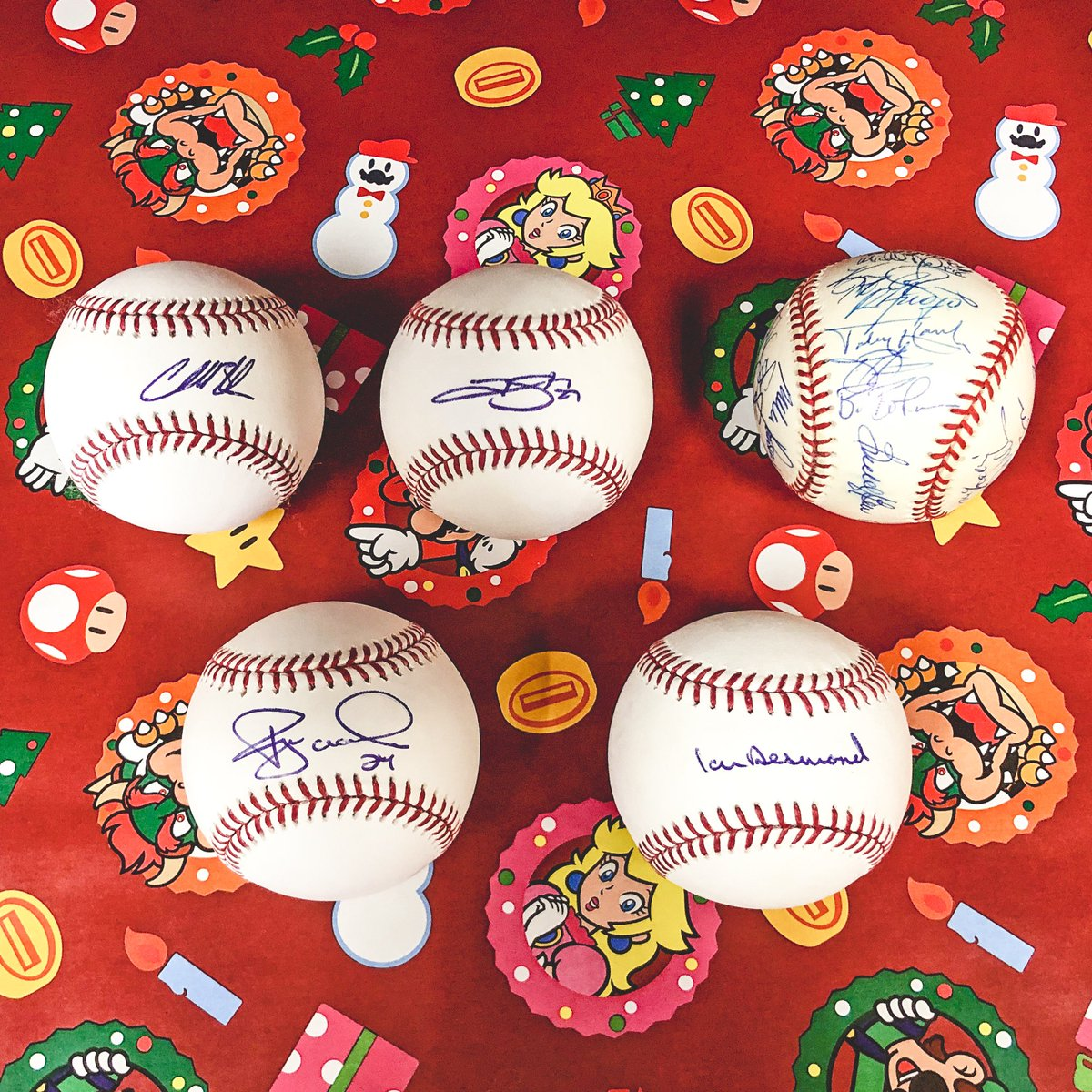 QUOTE TWEET with your favorite Rockies-related photo you've taken.  Use #12DaysOfRoxmas and you could win these five balls! 🆔