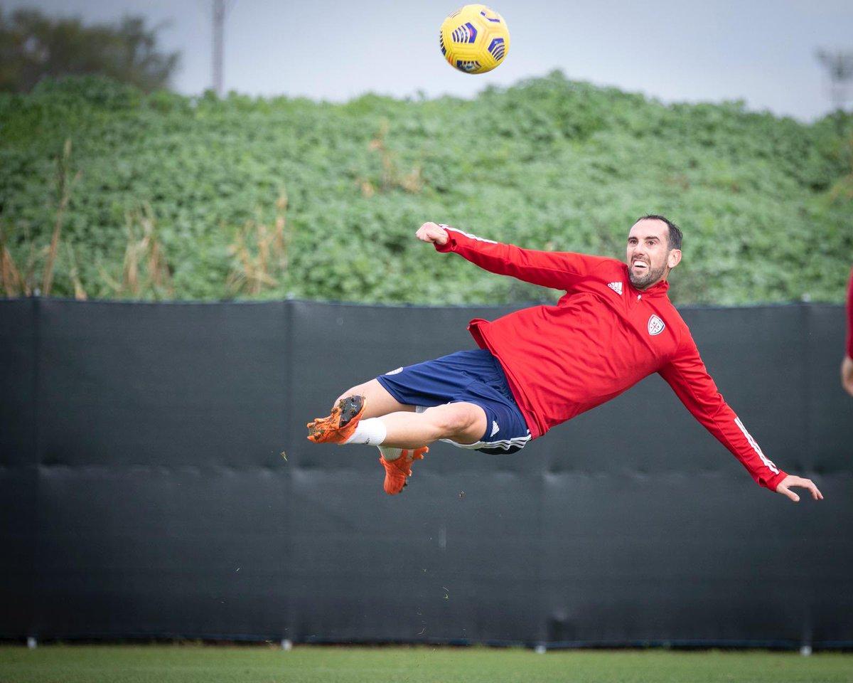 🚀 Habrá sido gol? Sarà stato goal? @CagliariCalcio 🤣🤣🤣