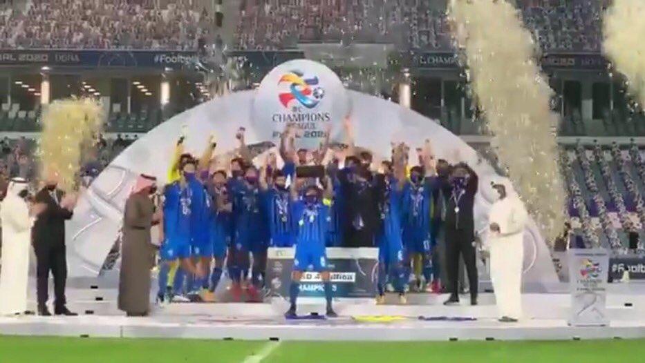 فريق #اولسان الكوري بطل  #دوري_ابطال_اسيا ورابع نادي قاري يحقق البطولة الكبري للمحترفين مرتين 2012 و 2020 . قبله حقق ذلك التفرد أندية: #الاتحاد السعودي 2004 و 2005 الوحيد الذي حققها مرتين متتاليتين. #تشونبوك الكوري 2006 و 2016 #اوراوا الاسترالي 2007 و 2017  #بيرسيبوليس_اولسان