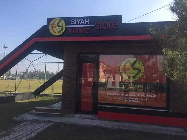 Es Store oldu, siyah-kırmızı!