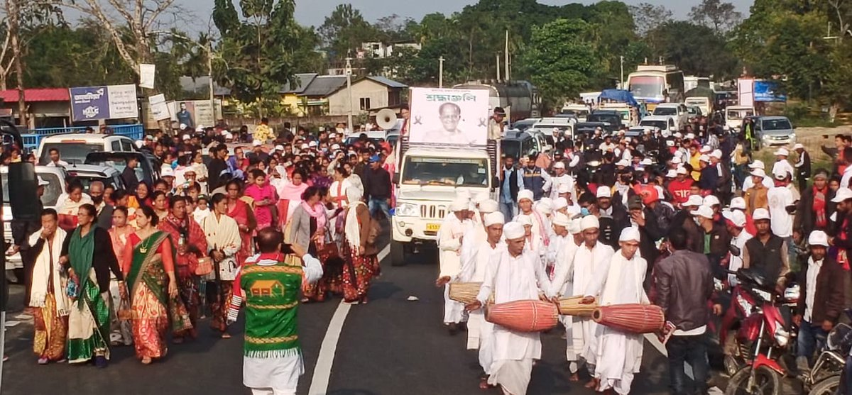 Today #ShantiSadbhavanaYatra completed 8 days. Honouring the last wishes of Jananeta Tarun Gogoi to travel across Assam, his ashes are being immersed in the major rivers of Assam. Over the past three days the yatra crossed Dhemaji, Lakhimpur, Sonitpur and Biswanath Chairiali.