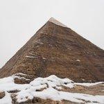 異常気象?ピラミッドで有名なエジプトで雪が積もっている!