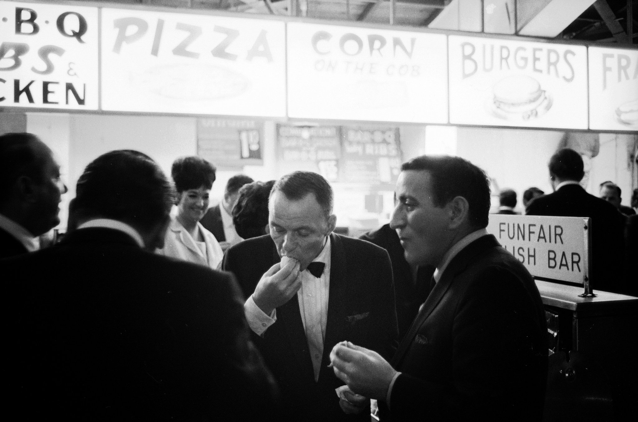 Old Hollywood On Twitter Frank Sinatra And Tony Bennett Eating Hot Dogs At An Outdoor Stand In Miami 1965 Photo By John Dominis For Life Magazine Https T Co N5rwwansyk