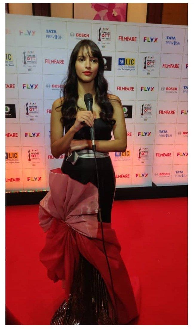 Best Actor (Female) in a Web Original Film : @tripti_dimri23 for #Bulbbul on @NetflixIndia.  @OfficialCSFilms @AnushkaSharma #AnvitaDutt @avinashtiw85 @RahulBose1 @paoli_d @paramspeak @ItsAmitTrivedi @NetflixFilm @shrishtiarya