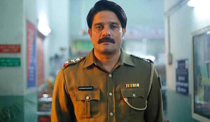 #JaideepAhlawat (Paatal Lok) wins Best Actor in a Drama Series (Male) at the #FlyxFilmfareOTTAwards. @flyx_me
