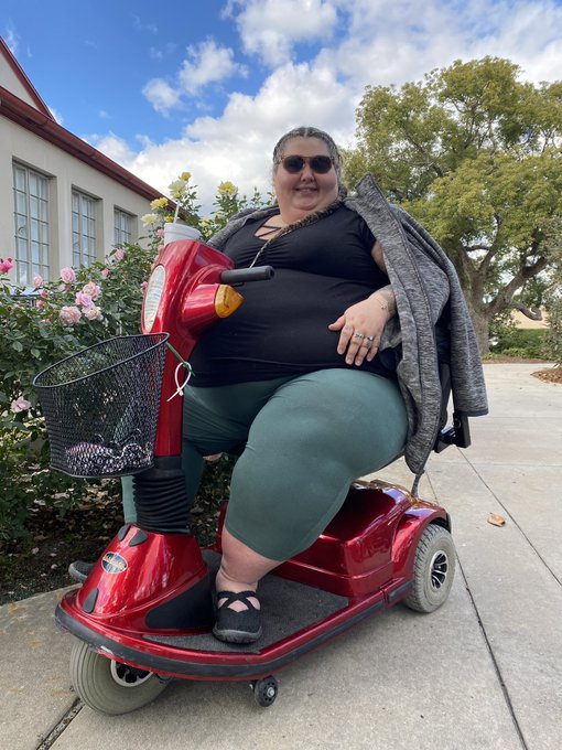 Got my new heavy duty scooter today!! Thank you to everyone who donated and helped me upgrade!! 💕 y'all