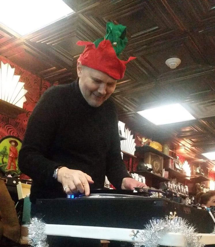 Thanks for sharing @SPfreaks  From Madame Zuzu's in December 2016 What is he spinning?