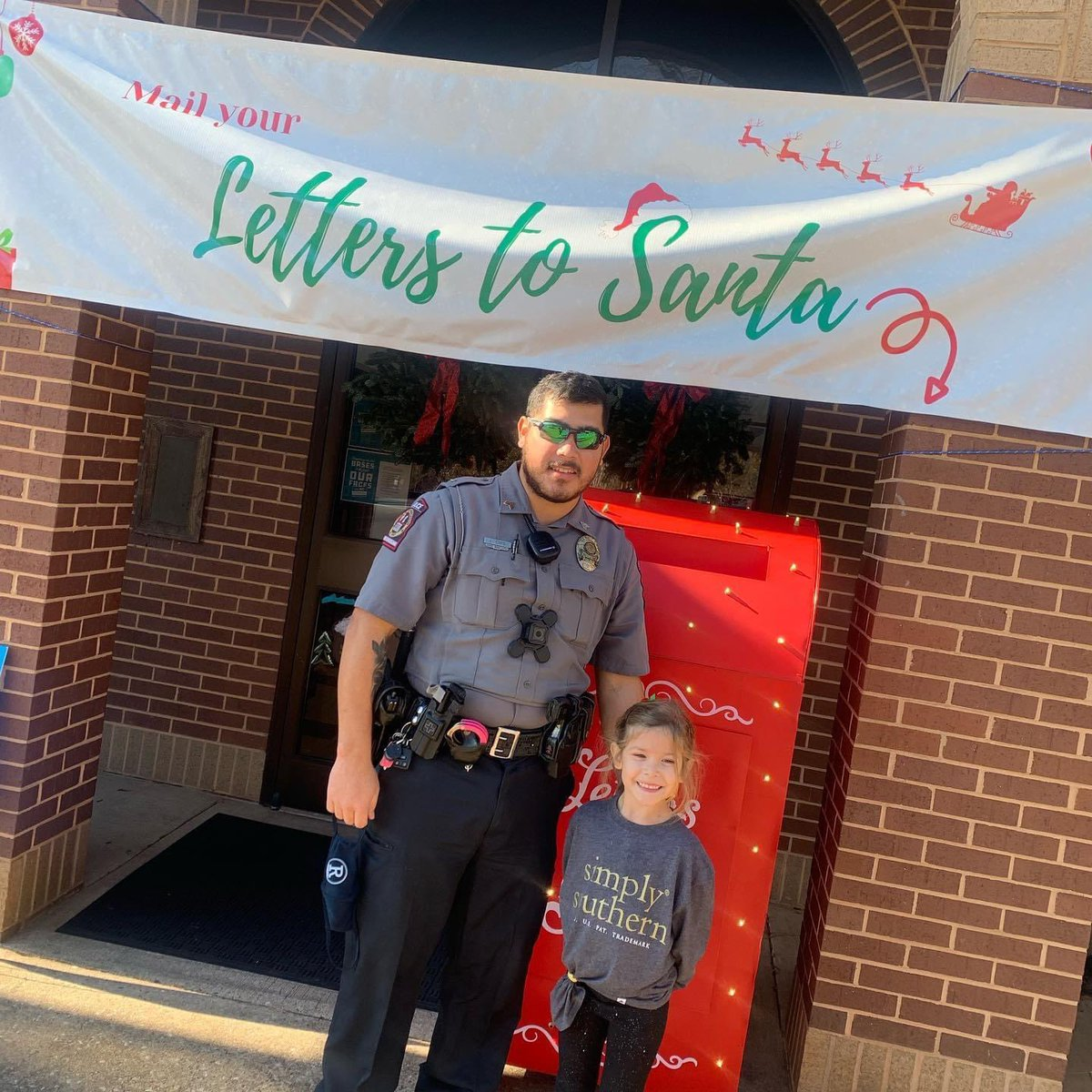 Don't forget to get those letters into Santa! Drop offs available at Town Hall until Wednesday night! 🎁🎅🏻🤶🏻#NiceList #letterstosanta🎅