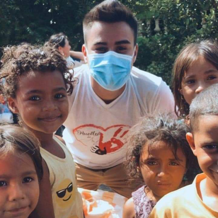 PTH students who leave footprints💙 before #Huracanlota and #EtaHonduras give their smile, heart and help, Edgardo Carranza along with his team of volunteers join with Huellas de Amor, giving hope to the situation faced by thousands of people.United and with faith, we did it amen