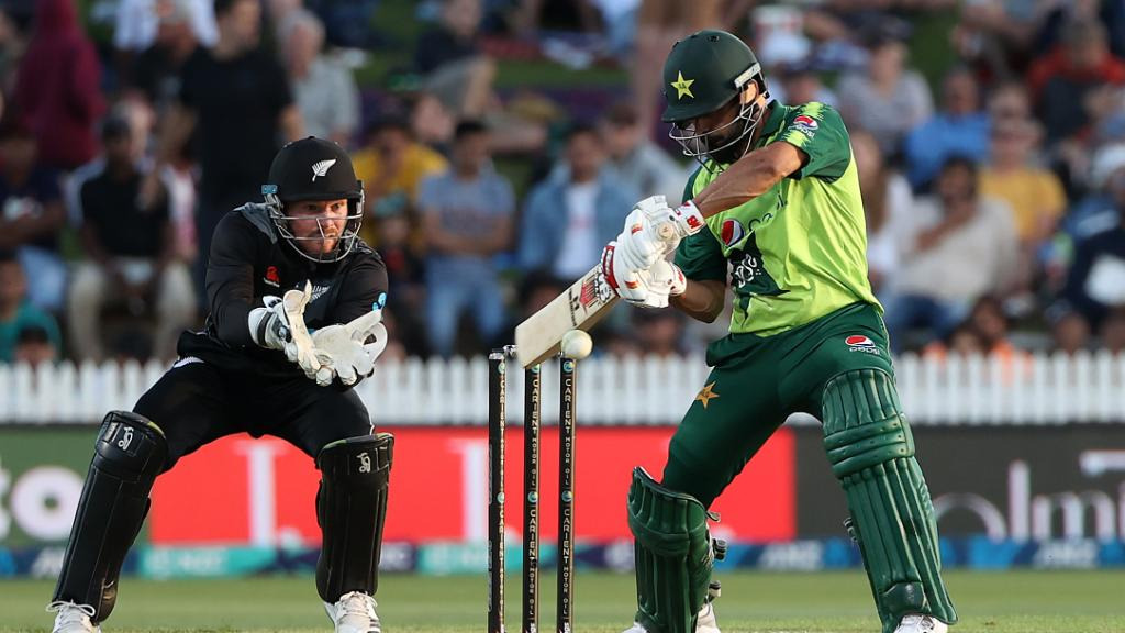 Mohammad Hafeez slams the highest T20I score of his career — 9️⃣9️⃣* off 57 balls 😱   🇵🇰 Pakistan finish on 163/6 👌   Can they defend the total to level the series?   #NZvPAK https://t.co/EGj67joagi