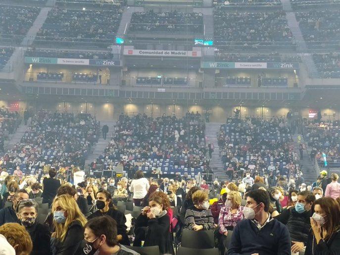 Estadios cerrados (en Liga), en casa en Navidad max 6 personas, pero se admiten 5000 personas (ayer) en el Wizink (donde se juega a baloncesto a puerta cerrada) al concierto de Raphael. Mi no entender.