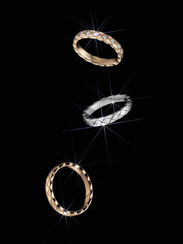 [🎄 IDÉES CADEAUX 🎁] Découvrez les bagues mini #COCOCRUSH. Plus fines, elles se portent empilées sur plusieurs doigts ou séparément, en OR BEIGE, jaune ou blanc, avec ou sans diamants.   #CHANELDreaming #CHANELFineJewelry  🔗  #espritdegabrielle