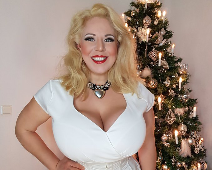 1 pic. A wonderful 4th sunday in advent 🎄 a good start the christmas week relaxed tomorrow 💋 kiss #Christmas
