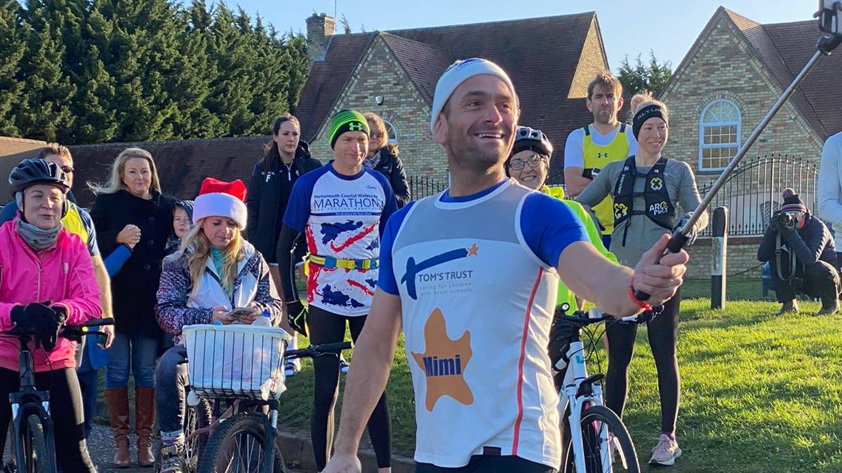 Ben Bowles @benjyblowes is well underway running his 20th marathon in as many days! Today is he is running for @toms_trust star Mimi. Photo credit and thanks to @nigelgutgenug #31marathonsin31days