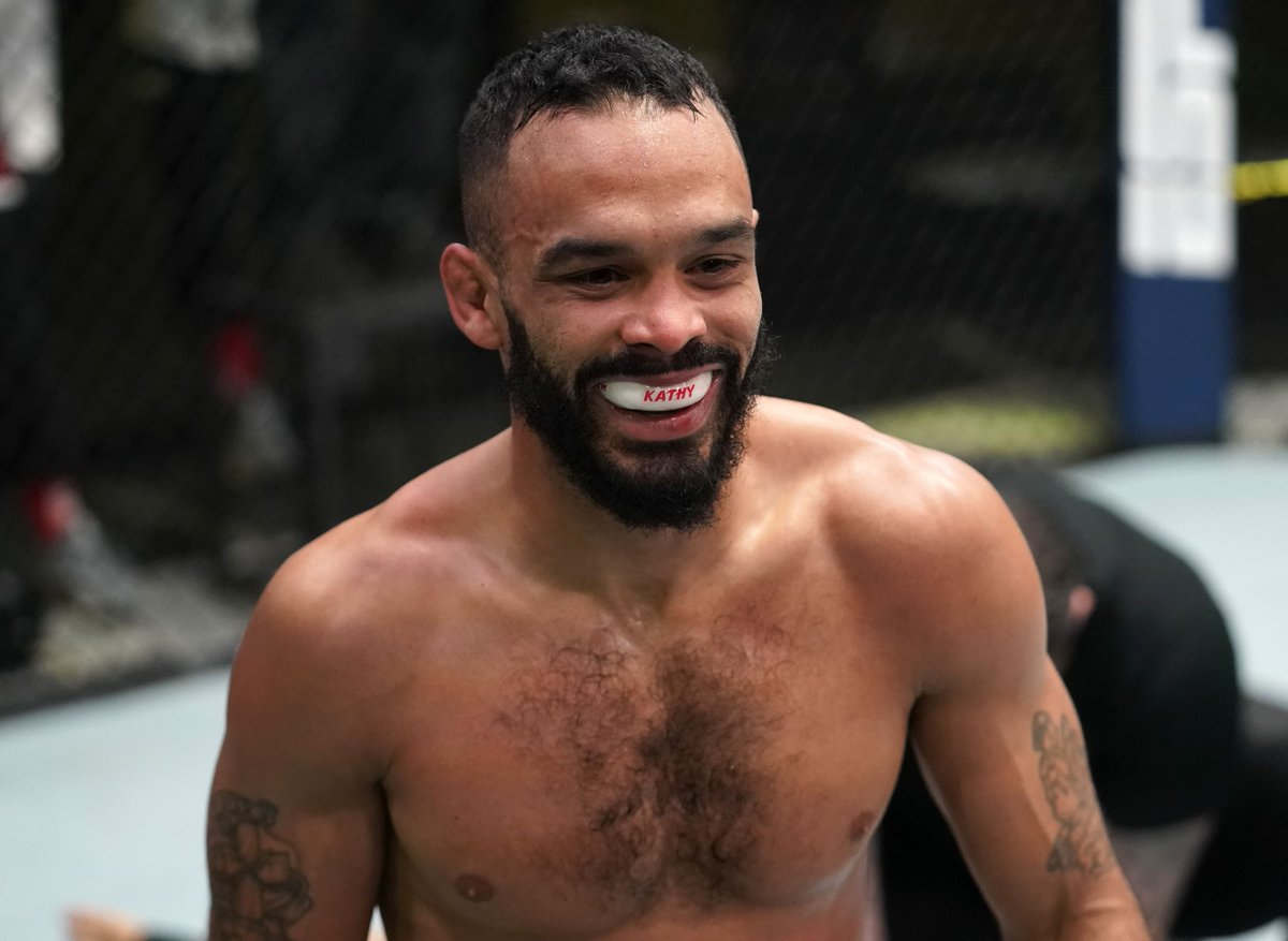Rob Font 'would love' T.J. Dillashaw fight, headlining spot after Marlon Moraes win (@AlexanderKLee) https://t.co/O9iLXPTf9C https://t.co/cTxB9Wq6ZU
