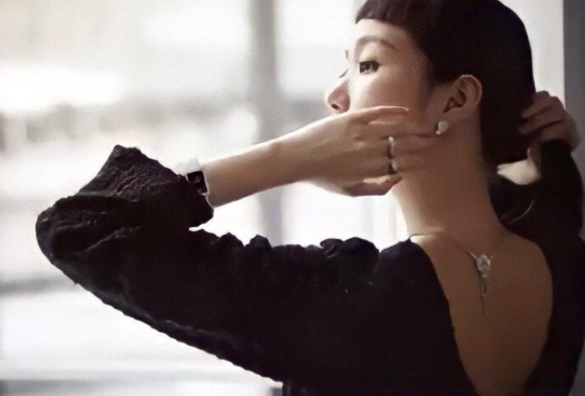 Her. Sexy. Back. Is. Back 🔥  #KimGoEun #VogueKorea #CHANELFineJewelry
