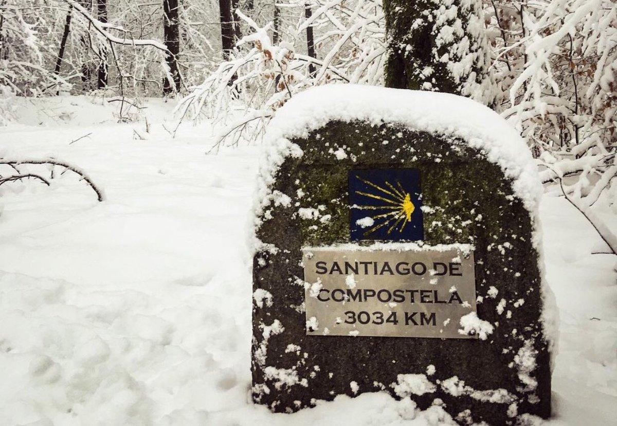 Si te asombra la nieve del Camino en O Cebreiro o Roncesvalles, mira como está en Chemnitz (Alemania)  📸 @ele_van_tour #jakobsweg #camino #caminodesantiago #camminodisantiago #ilcamminodisantiago #elcaminodesantiago #caminopassion