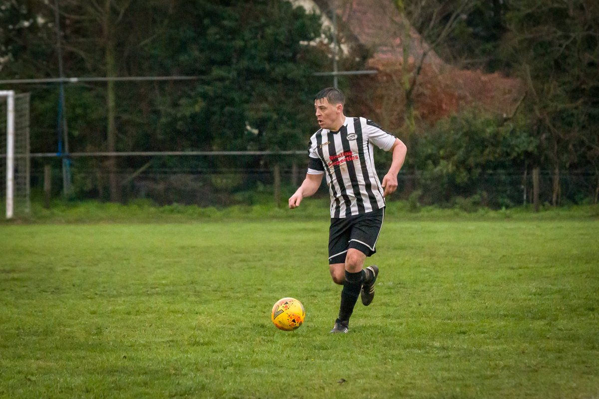 Seven-goal thriller! Ressies lose out 3-4 to @HalesworthClub, who finished the game with nine men after two late dismissals.  Great spirit from the lads to keep going & get back into the game after being 0-3 down at HT.   Goalscorers: 2 x Niall penalties & the returning Rosco! 🦡
