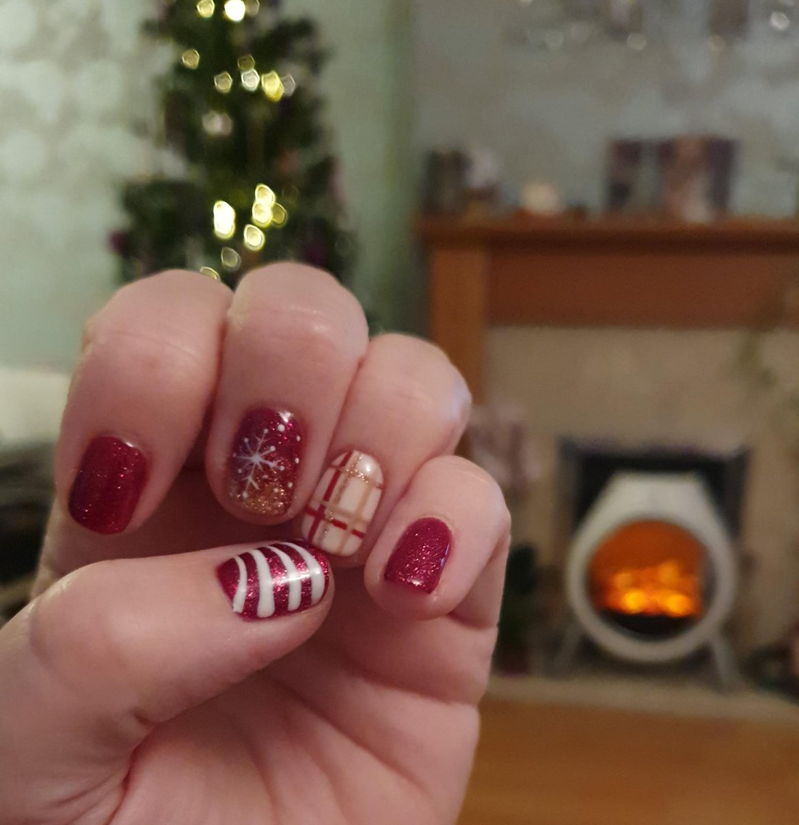 Loving my new Christmas nails. Done by my super talented cousin @PamperedbyJacs it's Christmaaaas!