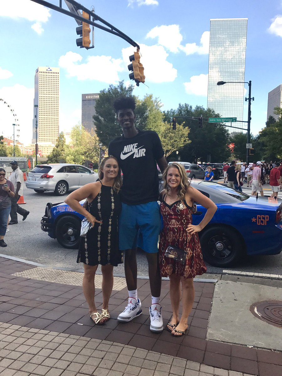 @Chris_Grosse Have had the chance to meet some athletes over the years but the height difference here always makes me laugh.