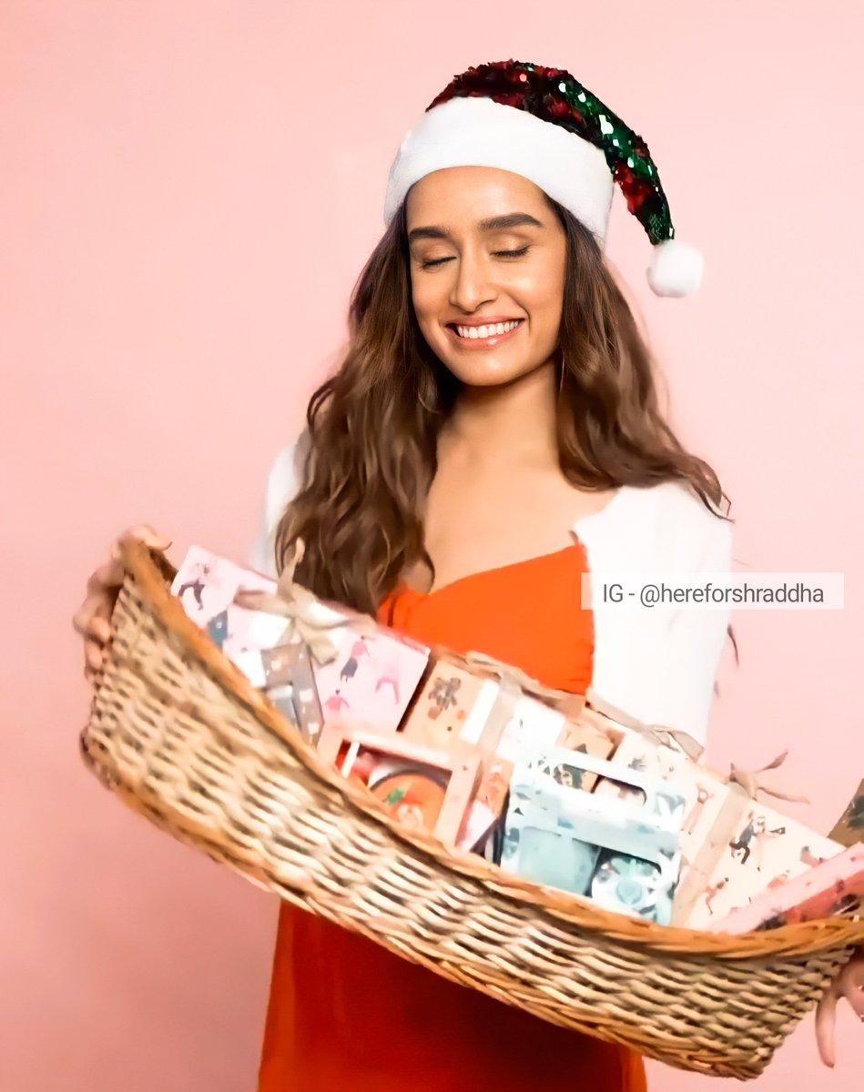 @shraddhakapoor for @TheBodyShopIND 🌸❤️  #ShraddhaKapoor #shraddhagems #TheBodyShopIndia #Christmas