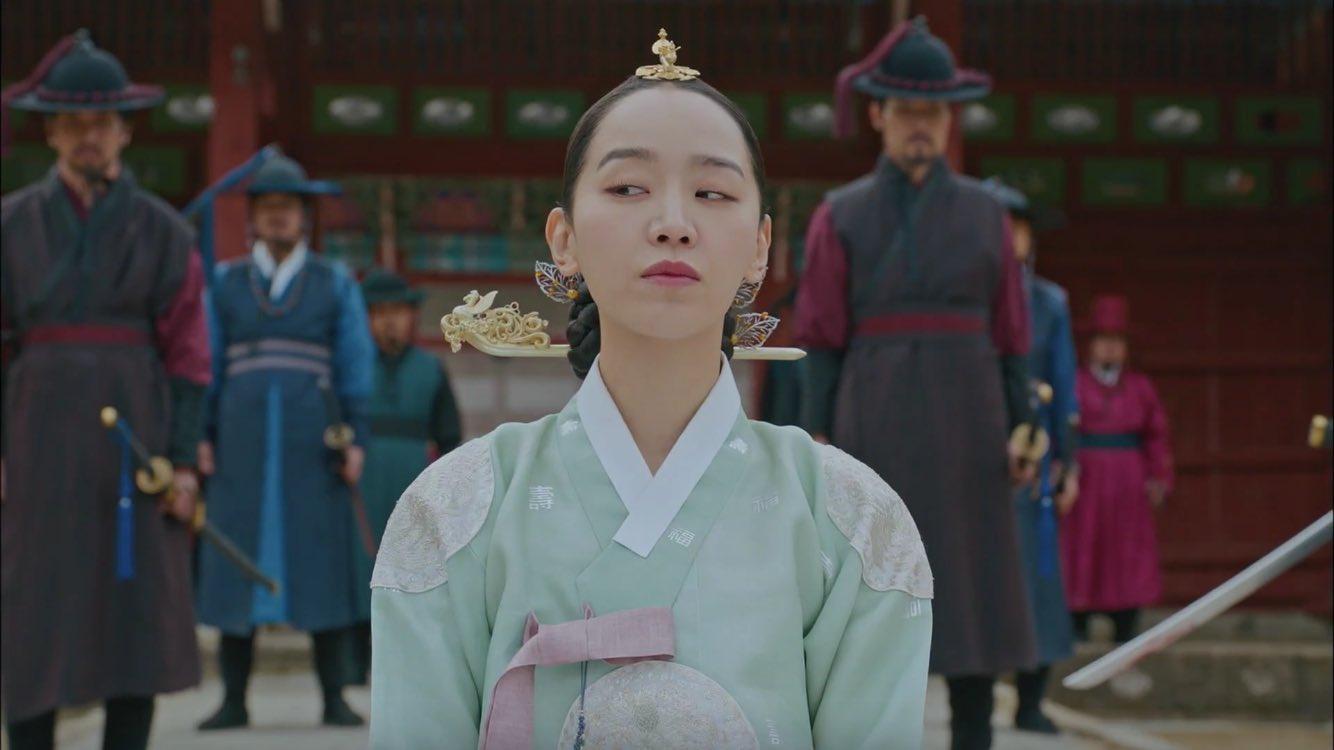 """""""Anh hậu"""" Shin Hye Sun ở Mr. Queen xứng danh nữ chính độc nhất phim Hàn: Cãi vua như cơm bữa, tán gái chẳng ai giỏi bằng! - Ảnh 10."""