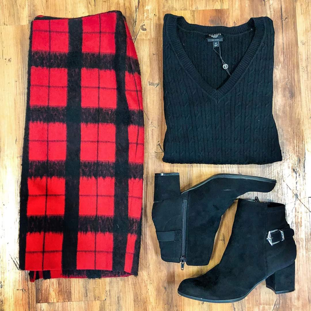 Countdown to Christmas: 4 DAYS! No matter your holiday plans, you can still look your best in a trendy & affordable outfit! We're open 3 more days Stop in & take advantage of 25% savings   Outfit Details: ✨Sweater: sz. M $24.99 ✨Skirt: sz. 10P $14.99 ✨Booties: sz. 7.5 $29.99