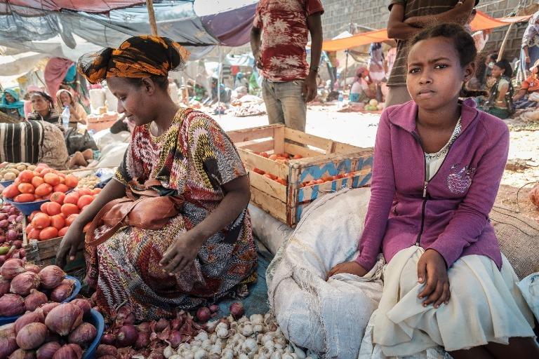 #Äthiopien: Kaido lebt im Armenviertel der Stadt Dire Dawa. Vor drei Jahren hat sie WAZ-Reportern ihr Leben dort gezeigt. Wie geht es dem jungen Mädchen heute? Die aktuelle Reportage für die Weihnachtsspenden-Aktion der @WAZ_Redaktion lest ihr hier: https://t.co/cGz6vWsEVC https://t.co/yFEZFPdUlo