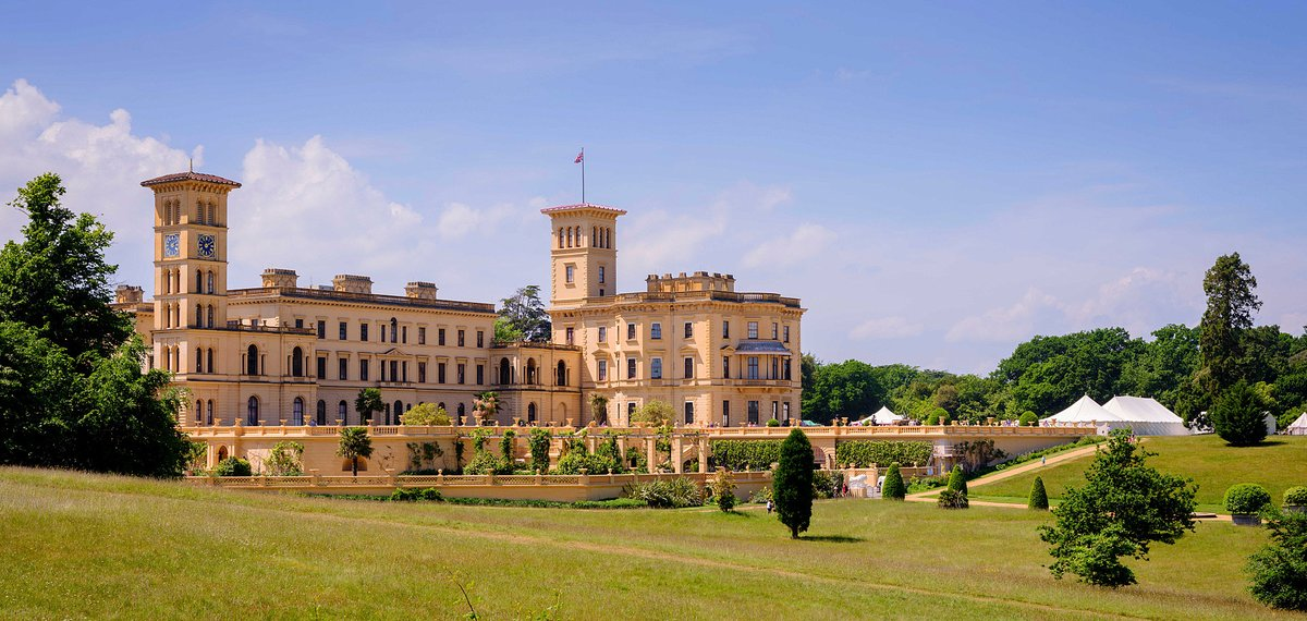 Did you know? Queen Victoria ruled her worldwide empire from the tranquility of her seaside palace on the #IsleofWight, entertaining royalty and visiting ministers.👸  Have you visited @EHOsborneHouse? Here's a throwback to sunnier times!☀️  📸 @EnglishHeritage  #IOW #SupportIOW https://t.co/ESOT4CwWJU