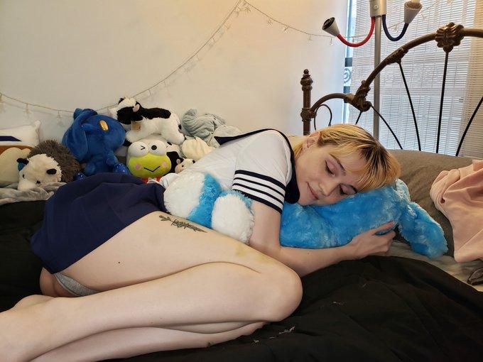 2 pic. Snug girl https://t.co/LD1iTox3fp