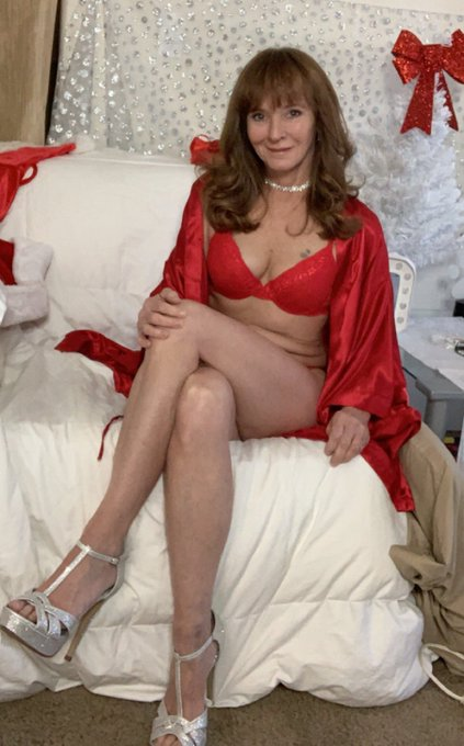 Do you need some atress relief? https://t.co/stiB9SWgeq #red #silk #lingerie #milf #natural #ginger #redhead