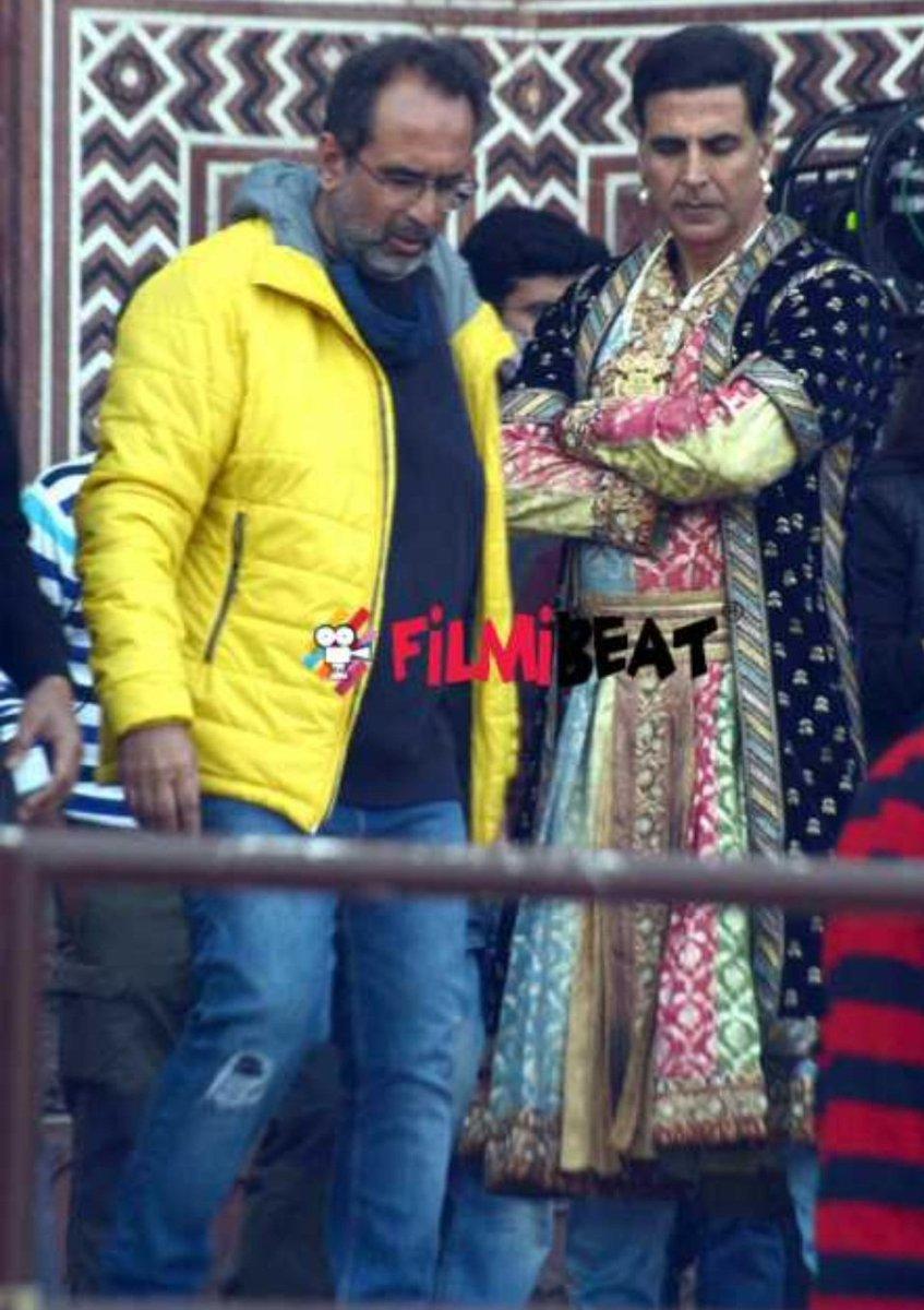 Akshay Kumar and Sara Ali Khan on location shooting for Atrangi Re at Taj Mahal, Agra. 💞💞💞 #bollywood #bollywoodactor #bollywoodceleb #bollywoodnews #AkshayKumar #SaraAliKhan #shooting #shootmodeon #AtrangiRe @akshaykumar
