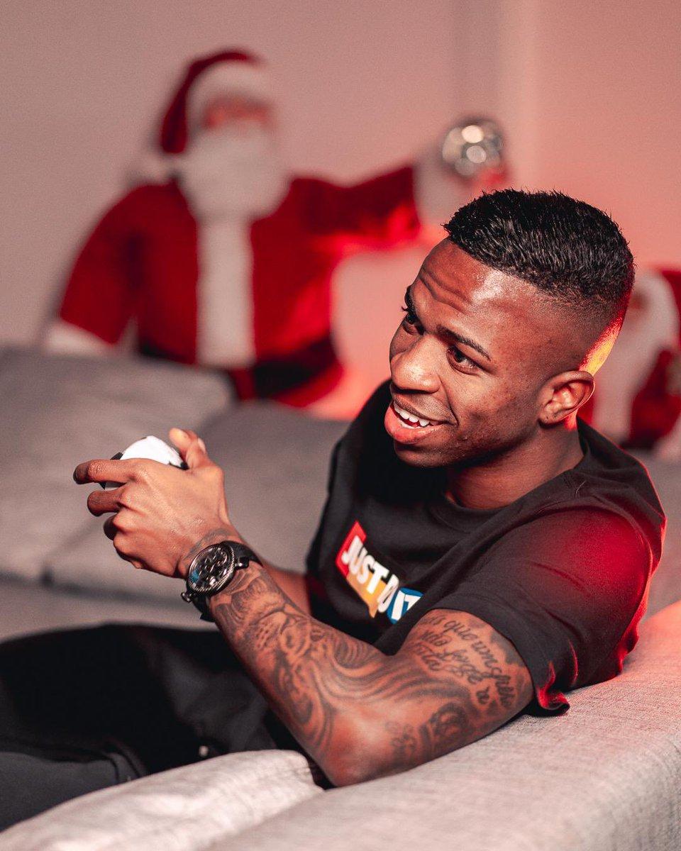 Quer me ajudar a fechar o ano promovendo sorrisos e boas vibrações? Passe na minha última publicação no Instagram e veja como participar! 😎⏱  ahhh... e ainda pode ganhar um super presente de Natal da @GaGaMilanoWorld