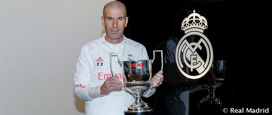 🏆 OFICIAL   #PremiosMARCA2020  🏆 MVP de @LaLiga: @Benzema 👔 Mejor entrenador de @LaLiga: Zinedine Zidane 🧤 Zamora: @thibautcourtois   #HalaMadrid