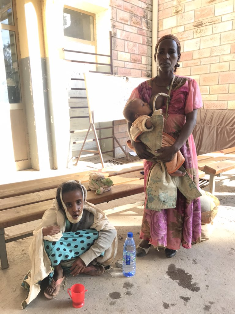 We found this mother and her daughter at the hospital in #Shire. The girl is wounded by a bomb. Injuries infected. The mother has been cut in the breast. They were waiting for a doctor at the hospital. There were no doctors. And no medicines. #Tigray @vrtnws