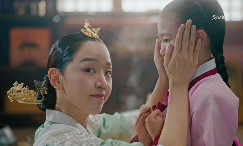 """""""Anh hậu"""" Shin Hye Sun ở Mr. Queen xứng danh nữ chính độc nhất phim Hàn: Cãi vua như cơm bữa, tán gái chẳng ai giỏi bằng! - Ảnh 15."""
