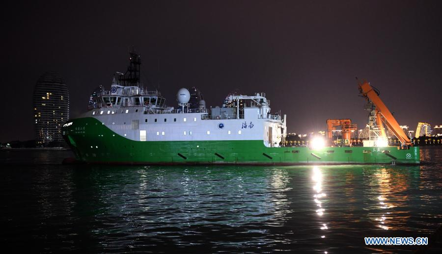 China's scientific research ship Tansuo-2, the 2nd mother ship of China's new deep-sea manned submersible #Fendouzhe, returned to port in Sanya, Hainan Province on Monday.   Fendouzhe set a national record by diving to a depth of 10,909 meters in the Mariana Trench on Nov. 10.