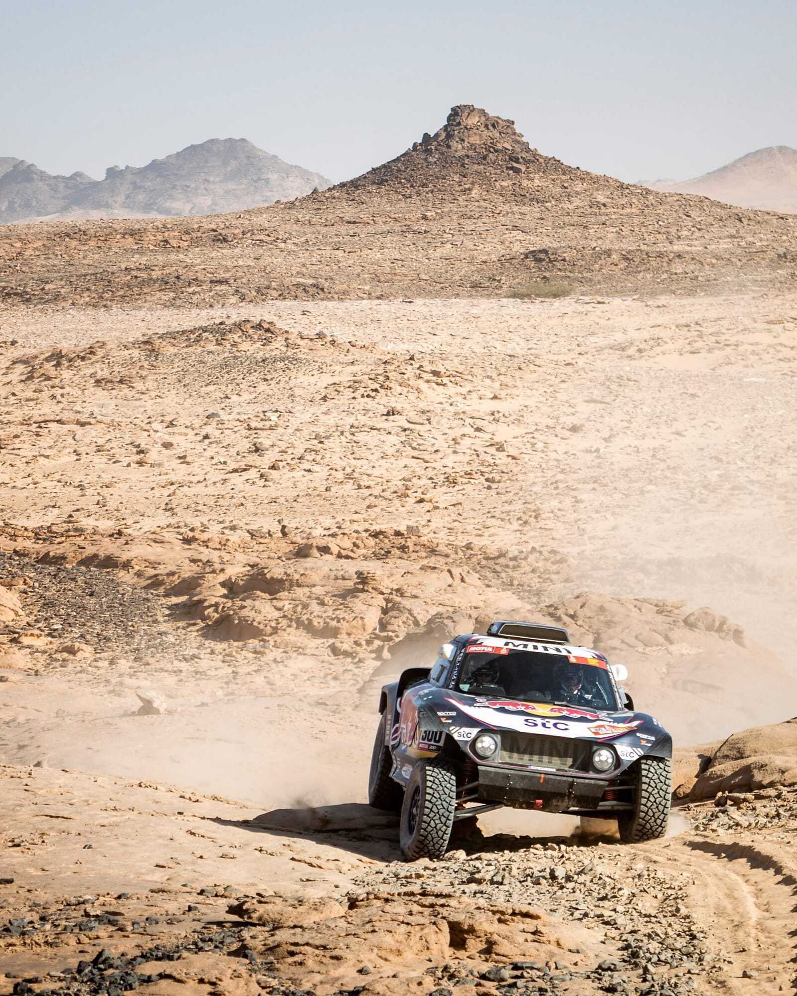 Carlos Sainz y Lucas Cruz in the third stage of the Dakar 2021