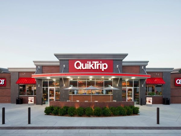 Midwest gas station Championship Round: winner will be the outright superior gas station of the Midwest ⛽️  retweet = Quik Trip like = Kum & Go