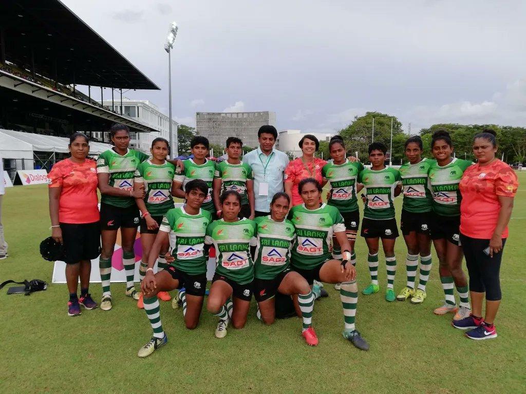 "🇱🇰 ""Siempre intento dar mi total apoyo para desarrollar el rugby femenino,"" dijo Warakagoda.   Rasika Warakagoda: figura maternal en el rugby de Sri Lanka  📲https://t.co/rQxPbZprPn  #MujeresEnRugby @asiarugby https://t.co/76qPPxFk8P"