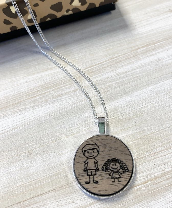 The sweetest necklace for a special mama 💕 💙Leo+Charlie💜 #engraveme #personalizedgifts #momnecklace  #engravedjewelry #woodjewelry #kids #momlife #sweetmama #giftforher #grandkids #cutenessoverload #love https://t.co/roXn2BA92o