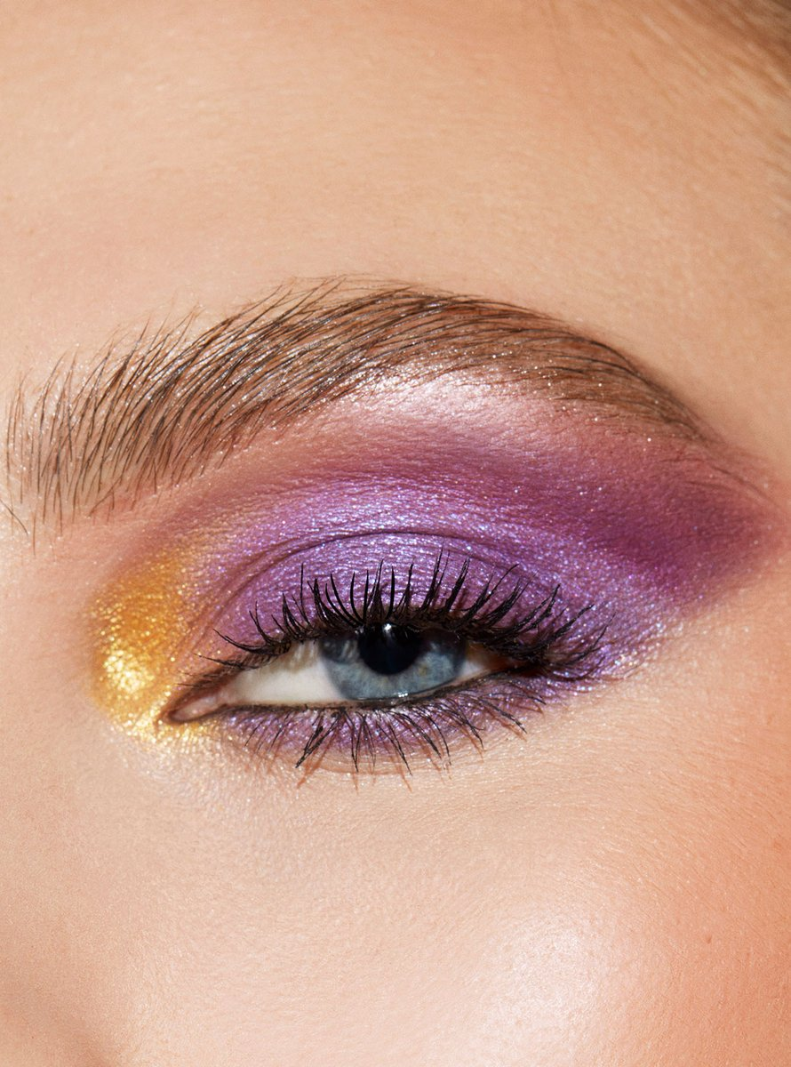 """""""We encourage you to break the rules and feel empowered when you're wearing your makeup"""" - @sarahtannomakeup  Artistry by @janicedaoud using 4 DISCO Shadow Palette: 📀Remix - all over lid 📀Violet Light - crease 📀Remix & Pink Champagne - lower lash line 📀VIPS - inner corner pop"""